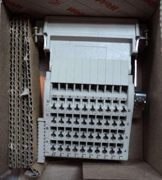 marca: Weidmuller <br/>modelo: DSTV-HD-SL 40 SN <br/>600V 10A AWG 26 T0 16 <br/>estado: novo