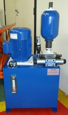 Unidade hidráulica para troca-tela