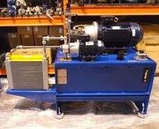 Unidade hidráulica com dois motores