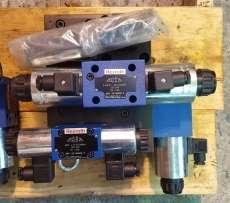Bloco com válvulas hidráulicas (marca: REXROTH)